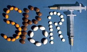 GEPA-0308062312 - PARIS,FRANKREICH,03.AUG.06 - SPORT DIVERS - Features zum Thema Doping. Bild zeigt Medikamente und Spritzen. Foto: GEPA pictures/ Panoramic/ Autissier-Robinot - Achtung - Nutzungsrechte nur fuer oesterreichische Kunden ATTENTION - COPYRIGHT ONLY FOR AUSTRIAN CLIENTS